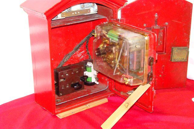 Quot horni early cast iron fire alarm box
